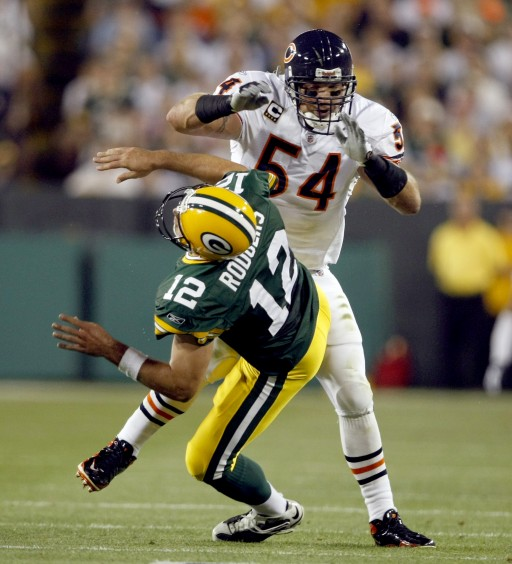Bears MLB Brian Urlacher Shows Who's Boss